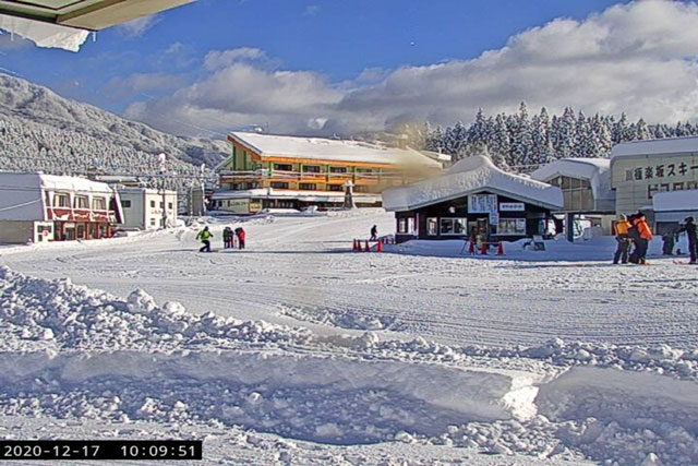 立山山麓スキー場(らいちょうバレーエリア・極楽坂エリア)のライブカメラ(ファミリーゲレンデ)