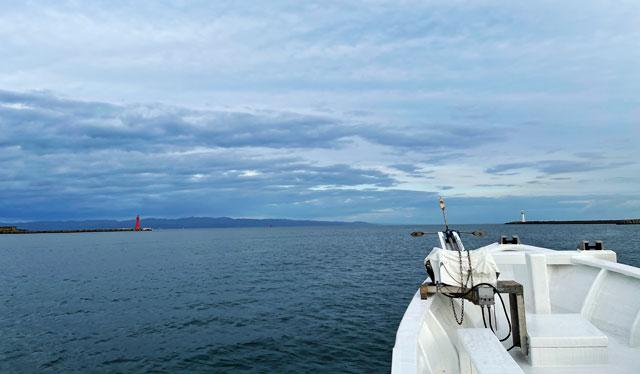 散骨富山千の風の船に乗船して出航