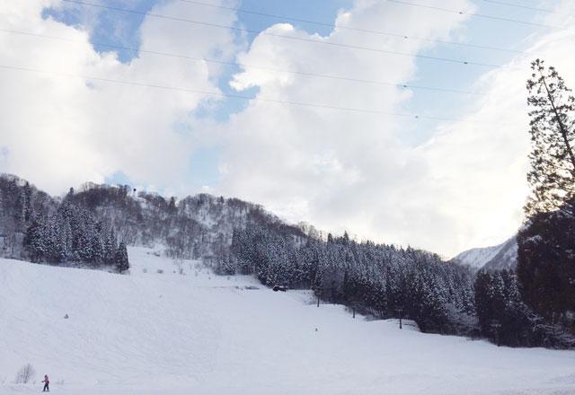 富山県黒部市宇奈月のスキー場「宇奈月スノーパーク」のゲレンデ