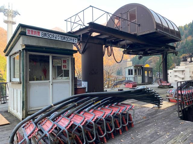 富山県黒部市宇奈月のスキー場「宇奈月スノーパーク」のリフト乗り場