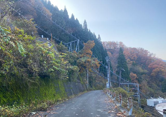 富山県黒部市宇奈月のスキー場「宇奈月スノーパーク」のリフト乗り場の安全装置