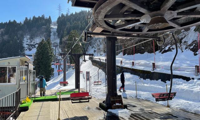 富山県黒部市宇奈月温泉のスキー場「宇奈月スノーパーク」の第1ペアリフト