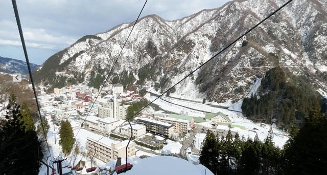 富山県黒部市宇奈月温泉のスキー場「宇奈月スノーパーク」の第1ペアリフトからの景色