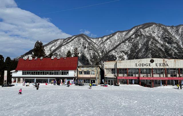 富山県黒部市宇奈月温泉のスキー場「宇奈月スノーパーク」のロッジ