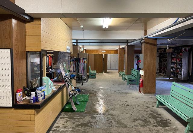 富山県黒部市宇奈月温泉のスキー場「宇奈月スノーパーク」のレンタルの受付