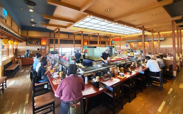 富山県の回転寿司「番やのすし」古沢店の店内の様子