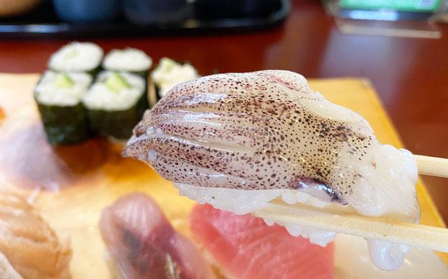 富山県の回転寿司「番やのすし」古沢店のイカ寿司