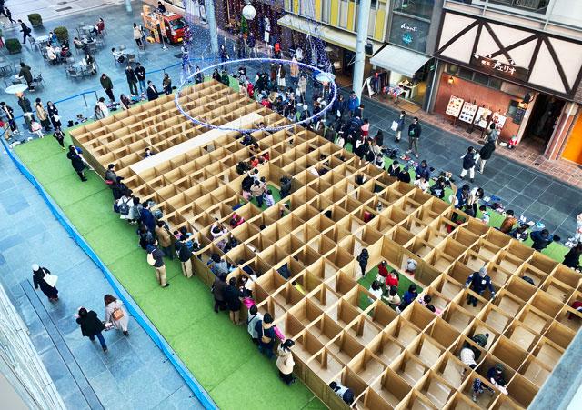 総曲輪グランドプラザの人気イベント「ダンボール迷路」の見守り