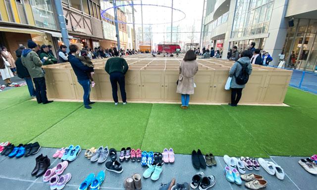 総曲輪グランドプラザの人気イベント「ダンボール迷路」は靴を脱いで