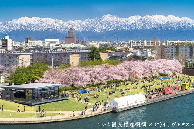 富山の写真家イナガキヤストさんが撮影した富山市の富岩運河環水公園