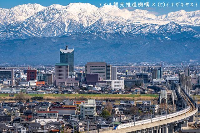 富山の写真家イナガキヤストさんが呉羽山展望台近辺から撮影した立山連峰