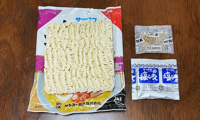 サンヨー食品のサッポロ一番塩ラーメン「富山白エビだし仕立て」の中身