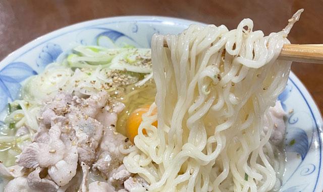サンヨー食品のサッポロ一番塩ラーメン「富山白エビだし仕立て」のラーメンの麺