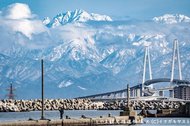 富山の写真家イナガキヤストさんが撮影した新湊大橋
