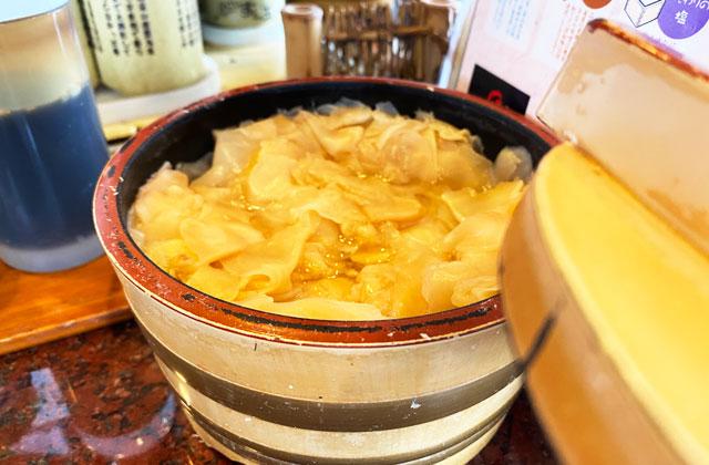 富山市にある観光客に人気の回転寿司「廻る富山湾 すし玉」の大量のガリ