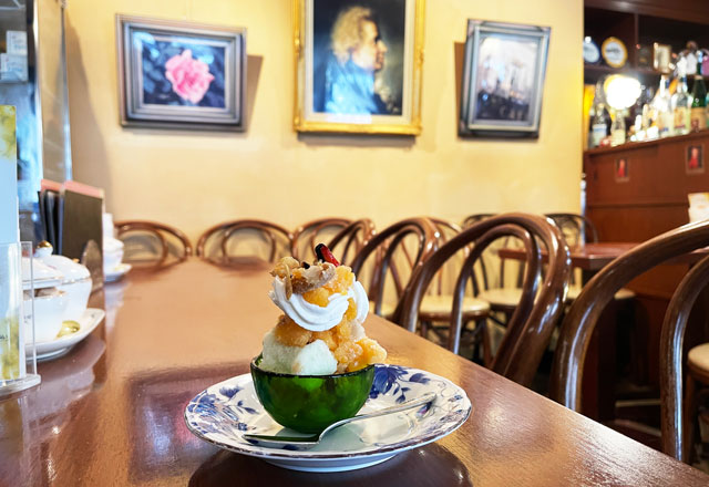 宇奈月温泉街のカフェモーツァルトの柿とリンゴのミニシャーベット