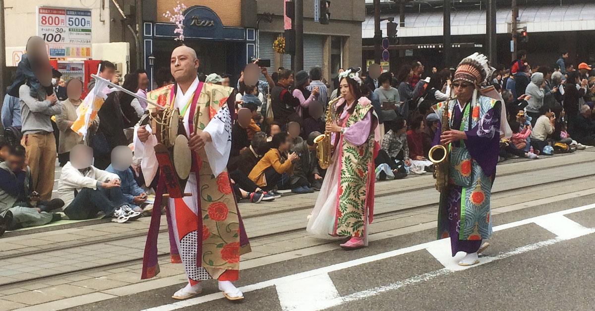 全日本チンドンコンクールの大通りパレート
