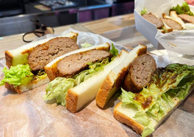 氷見牛屋横に移転リニューアルオープンした「精肉牛屋(せいにくぎゅうや)」の牛屋ハンバーグサンドイッチ