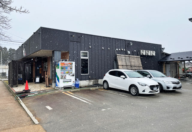 氷見牛屋横に移転リニューアルオープンした「精肉牛屋(せいにくぎゅうや)」の駐車場