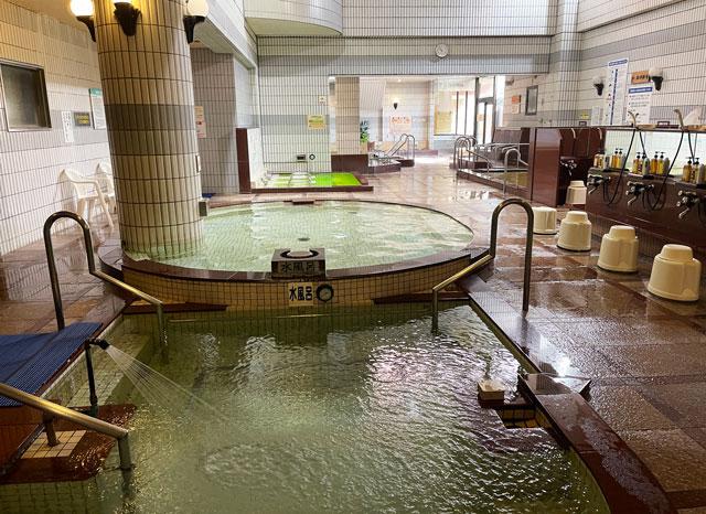 富山県高岡市の北陸健康センターアラピアの大浴場(入口側から)