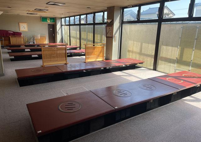 富山県高岡市の北陸健康センターアラピアのアミューズメントコーナーの1階大食堂「お祭り広場」の座敷席