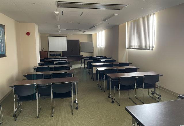 富山県高岡市の北陸健康センターアラピアの会議室