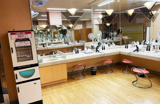 富山県高岡市の北陸健康センターアラピアの脱衣所の洗面所