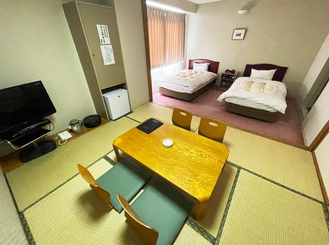富山県高岡市の北陸健康センターアラピアの宿泊ホテル(和洋室)