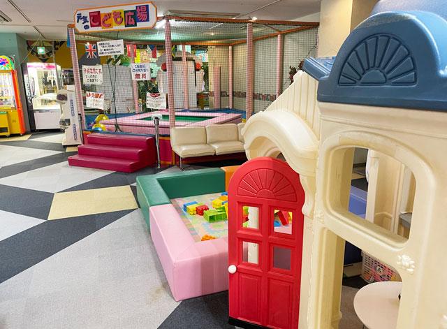 富山県高岡市の北陸健康センターアラピアのアミューズメントコーナーの子供の遊び場