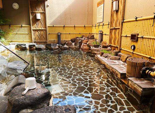 富山県高岡市の北陸健康センターアラピアの露天風呂(炭酸風呂)