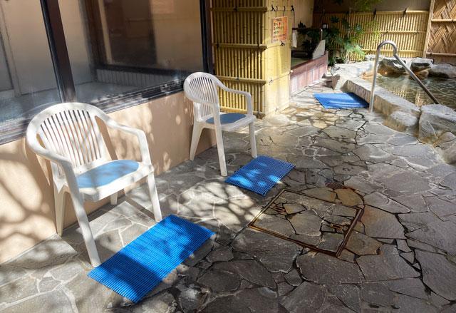 富山県高岡市の北陸健康センターアラピアの外気浴