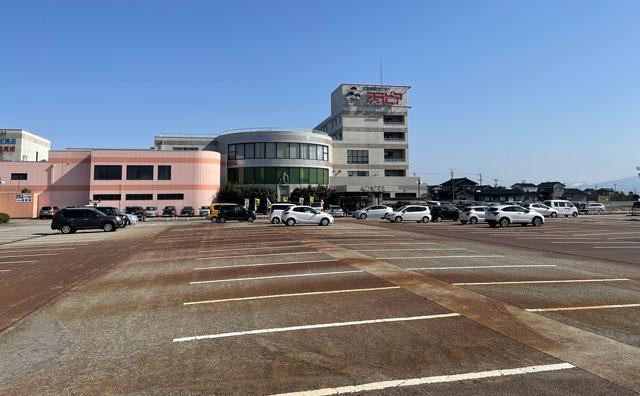 富山県高岡市の北陸健康センターアラピアの無料駐車場
