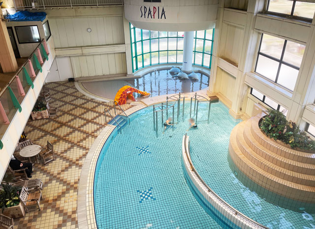 富山県高岡市の北陸健康センターアラピアの温水プール「スパピア」