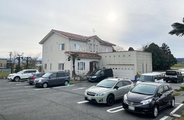 富山市婦中町のカフェ「ココナッツアイランド」の無料駐車場