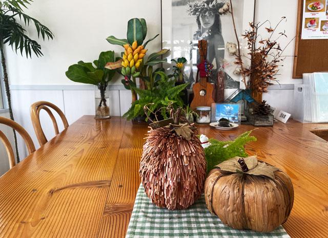 富山市婦中町のカフェ「ココナッツアイランド」のテーブル