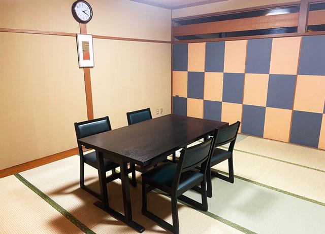 富山市山室にある宿泊もできる浴場施設「スパ・アルプス」の宴会場