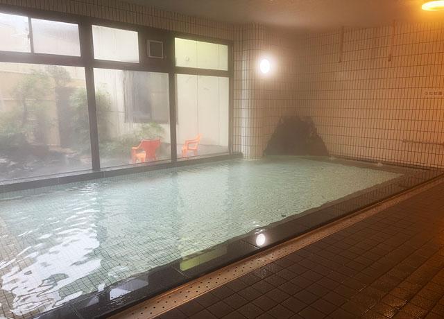 富山市山室にある宿泊もできる浴場施設「スパ・アルプス」の大浴場