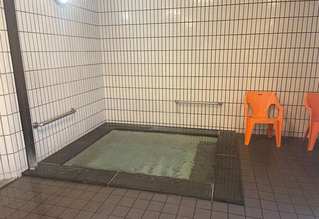 富山市山室にある宿泊もできる浴場施設「スパ・アルプス」の泡風呂