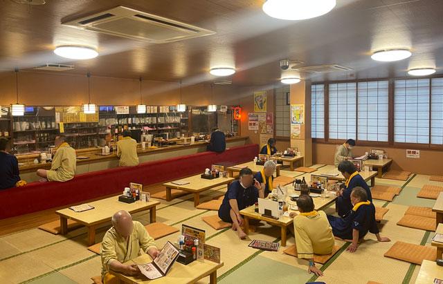 富山市山室にある宿泊もできる浴場施設「スパ・アルプス」のアルプス食堂(男性)