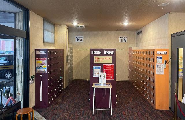 富山市山室にある宿泊もできる浴場施設「スパ・アルプス」の下駄箱