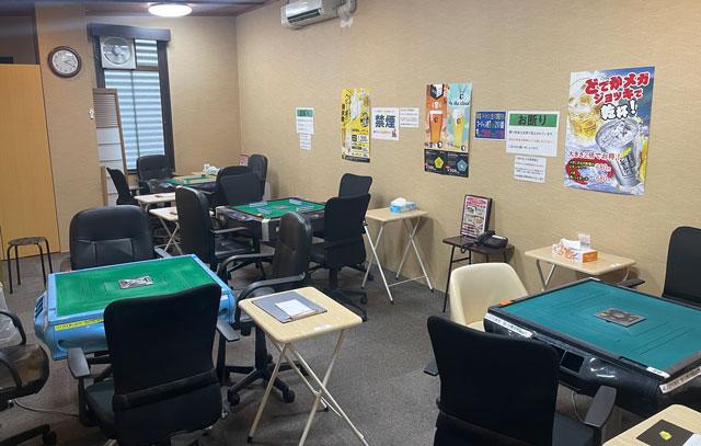 富山市山室にある宿泊もできる浴場施設「スパ・アルプス」の全自動麻雀室