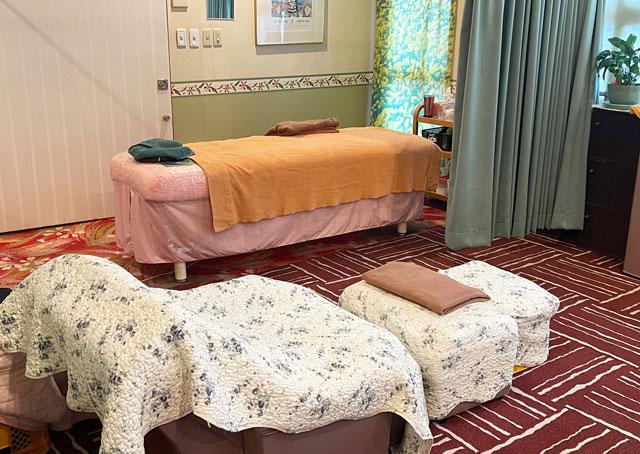 富山市山室にある宿泊もできる浴場施設「スパ・アルプス」のマッサージルーム