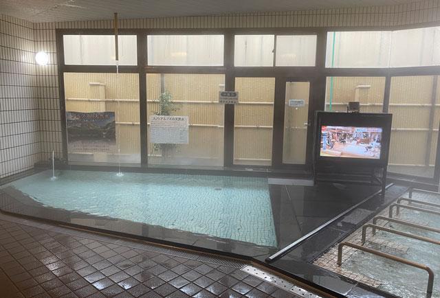 富山市山室にある宿泊もできる浴場施設「スパ・アルプス」の水風呂