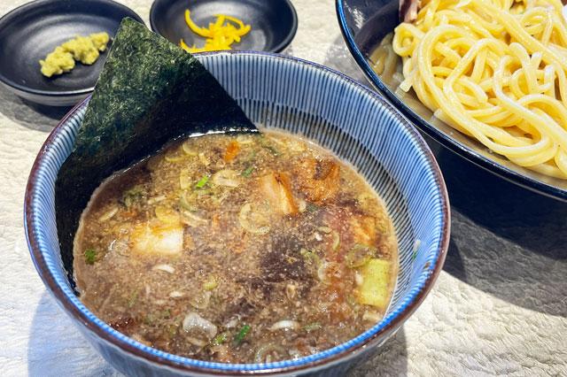 富山市のラーメン店「つけめん桜 富山上袋店」のつけスープ