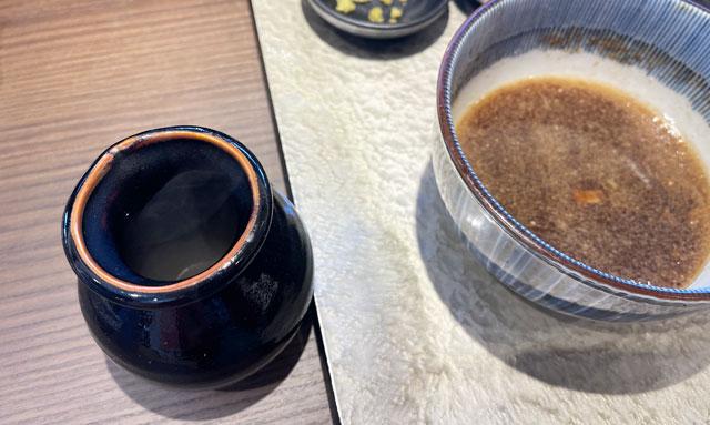富山市のラーメン店「つけめん桜 富山上袋店」の割スープ