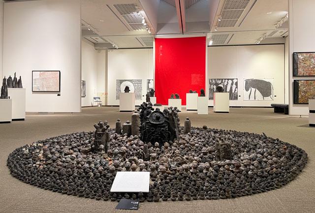 南砺市立福光美術館の「アートって何なん? -やまなみ工房からの返信-」の展示の様子