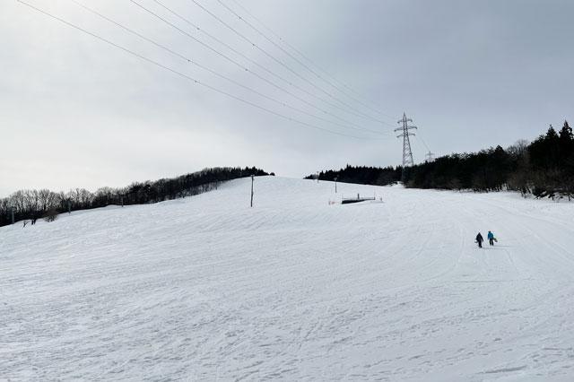 富山県砺波市のとなみ夢の平スキー場のゲレンデ