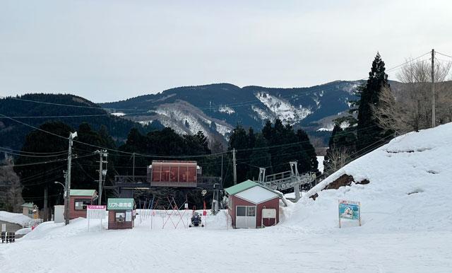 富山県砺波市のとなみ夢の平スキー場のリフト乗り場