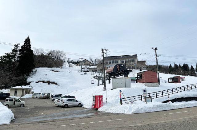 富山県砺波市のとなみ夢の平スキー場の第2駐車場