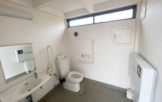 富山市の呉羽山公園・都市緑化植物園の多目的トイレ